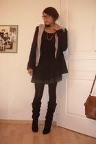 Zara blazer - Oysho sweater - H&M t-shirt - Zara skirt - Zara boots
