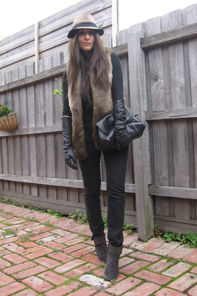 light brown faux fur Sportsgirl vest - dark brown Pied A Terre boots