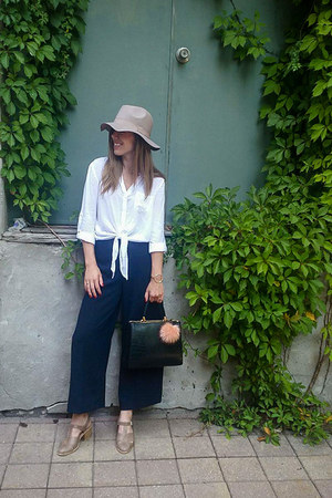 navy wide-leg Zara pants - light brown snakeskin Jeffrey Campbell shoes