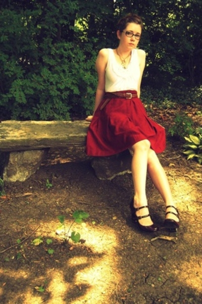 red Nine West shoes - white shirt - red Secondhand skirt
