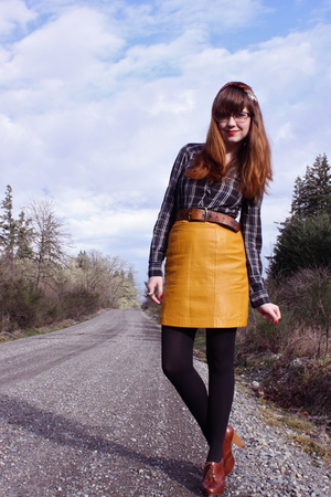yellow leather Secondhand skirt - brown seychelles shoes
