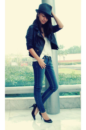 blue Jag jeans - black Charles and Keith shoes - white thrifted leggings - black