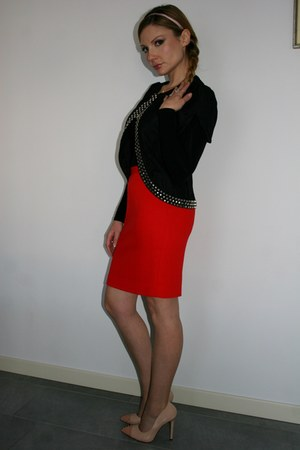 red Luisa Spagnoli skirt - black Love Moschino jacket - tan Wholesale7 pumps