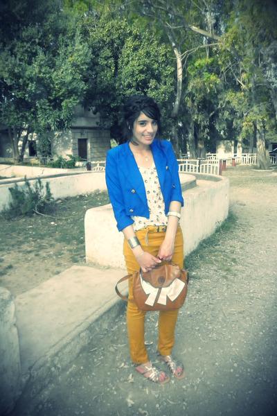blue Gerardi vest - cream Pimkie top - white Finzi sandals