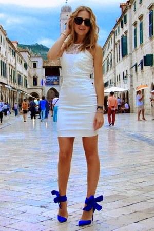 blue bow tie Jessica Buurman heels