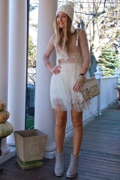 white knitted Everbuying hat - tan tutu Everbuying dress