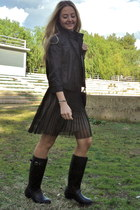 black rain boots Hunter boots - black chiffon dress Mango dress
