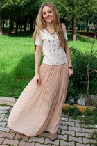 light pink maxi chiffon pull&amp;bear skirt - tan Macys boots - ivory Mango t-shirt
