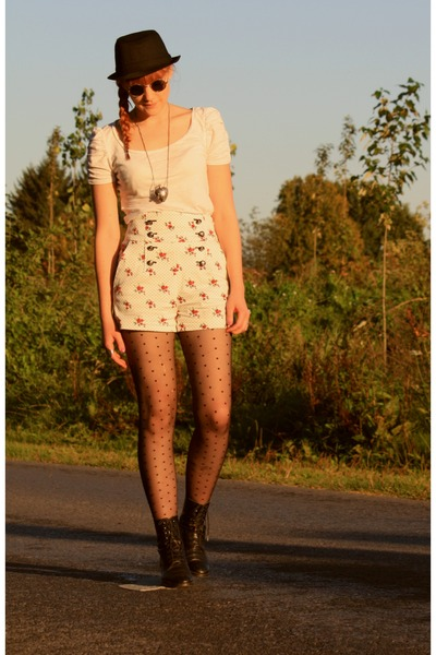 H&amp;M top - vintage boots - H&amp;M tights - Zara shorts
