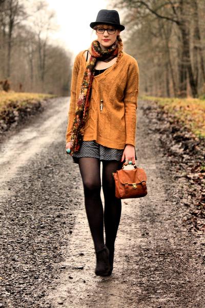 Kookai sweater - vintage scarf - vintage shorts - H&M wedges