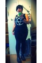 simply vera leggings - Nikki Lipstick shirt