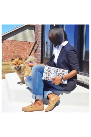 denim jeans - black blazer - clutch purse - tan flats - white blouse