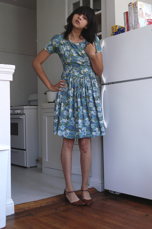 vintage dress - ferragamo shoes