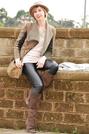 met jeans - Trussardi hat - Zara t-shirt