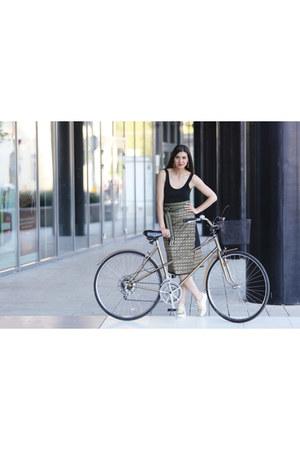 Romanian traditional skirt skirt - gold Ms Firefly ring - Zara sneakers