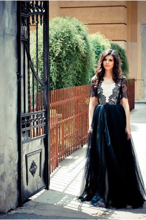 lace Laura Ciobanu dress