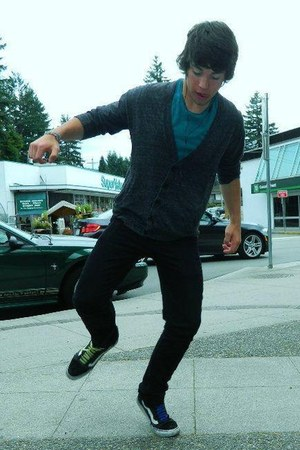 gray has pockets Urban Outfitters cardigan - black Vans shoes