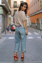 blue H&M jeans - beige H&M top - red Mango shoes - red Zara belt