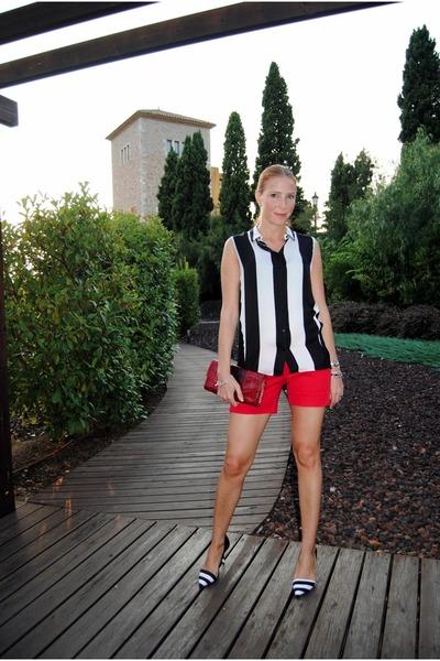 Zara blouse - Ecuadorian Handmade bag - Zara shorts - Zara heels