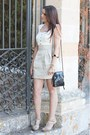Blanco-dress-matties-bag-guess-sandals-blanco-bracelet