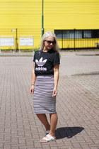 Birkenstock sandals - Adidas t-shirt