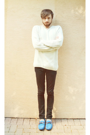 black skinny jeans pull&bear jeans - white sweater - blue Liberto loafers