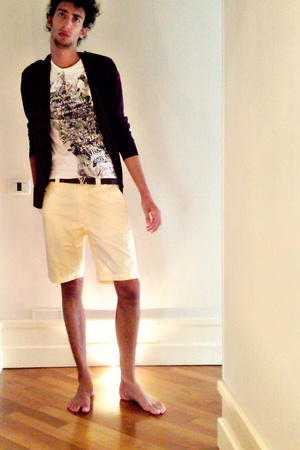 Zara sweater - H&M t-shirt - Giorgio Armani shorts - Louis Vuitton belt
