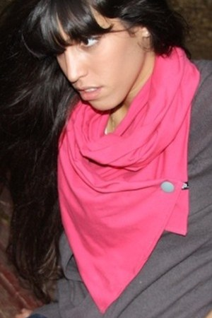 Adi Bakshi scarf
