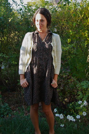 white H&M cardigan - black H&M dress - beige pull&bear shoes - green vintage acc