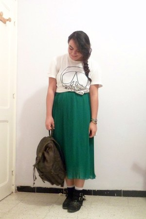 pleated Actuel skirt - thrifted vintage bag - H&M t-shirt