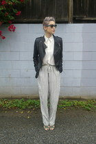 white button up shirt - black leather funktional jacket