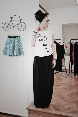 Zara scarf - Ana Novic pants - Coolta t-shirt
