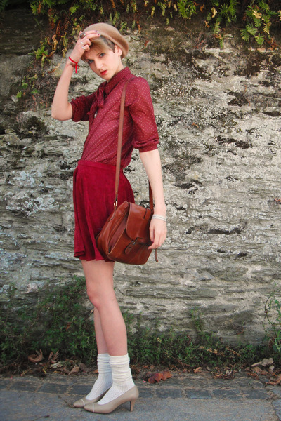 burnt orange satchel second hand bag - camel beret second hand hat