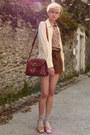 Beret-thrifted-hat-thrifted-shirt-satchel-second-hand-bag