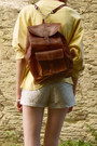 Tawny-backpack-second-hand-bag-light-yellow-secondhand-sweater