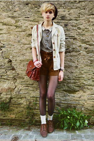brown suede Miss Selfridge shorts - dark brown beret second hand hat