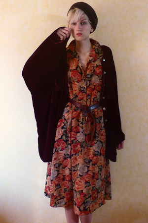 carrot orange floral Etsy dress - brown beret second hand hat