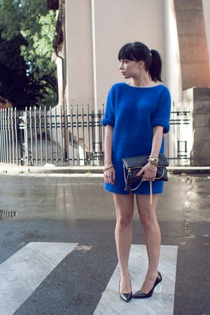 blue H&M sweater