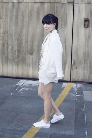 white H&M blazer - white nike sneakers