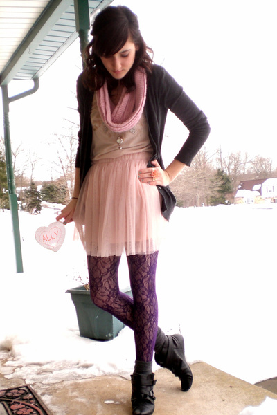 pink tulle Forever 21 skirt - black buckle Aldo boots - pink accessories