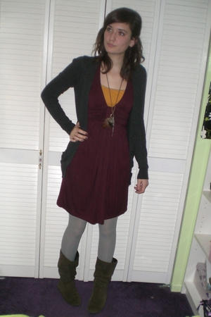 red Forever 21 dress - gray DKNY tights - gray Forever 21 sweater - gold top - b