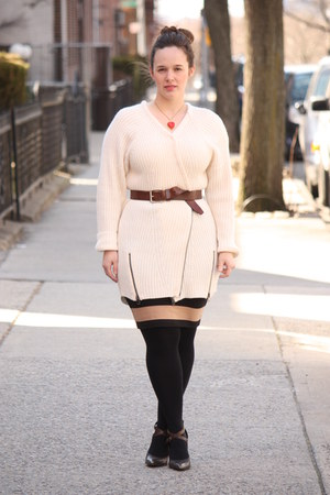 ivory ribbed Topshop sweater - black HUE tights - brown husbands belt
