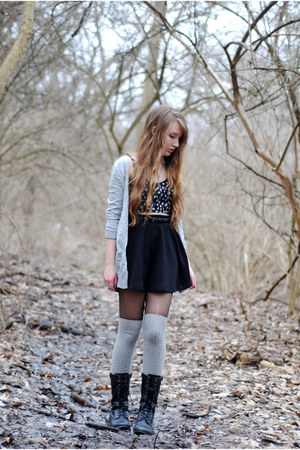 black Forever 21 skirt - heather gray Urban Outfitters socks