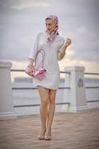 hot pink Lavion scarf - white white silk Zara dress