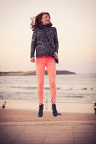 dark gray chunky Zara jumper - coral neon pink AG jeans