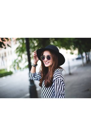 black hat - black and white H&M shirt - black and white skirt - sandals
