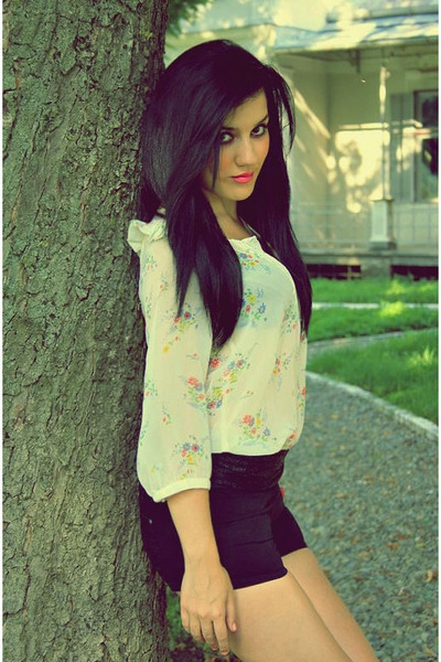Stradivarius blouse - Bershka shorts