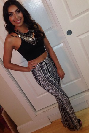 black crop top fitted top - black pants - silver H&M necklace