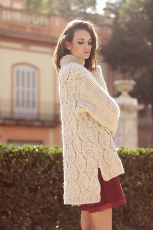 neutral H&M sweater - brick red Primark vest
