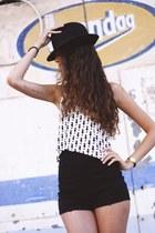 black brandy melville shorts - ivory H&M top